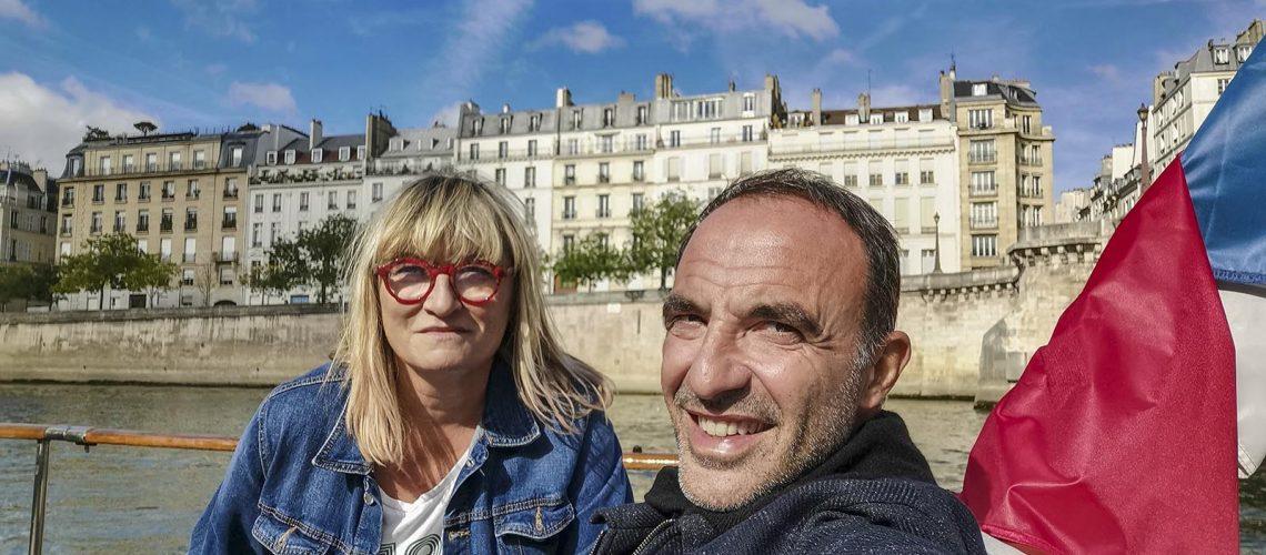 Christine Bravo et Nikos Aliagas portrait sur la Seine.